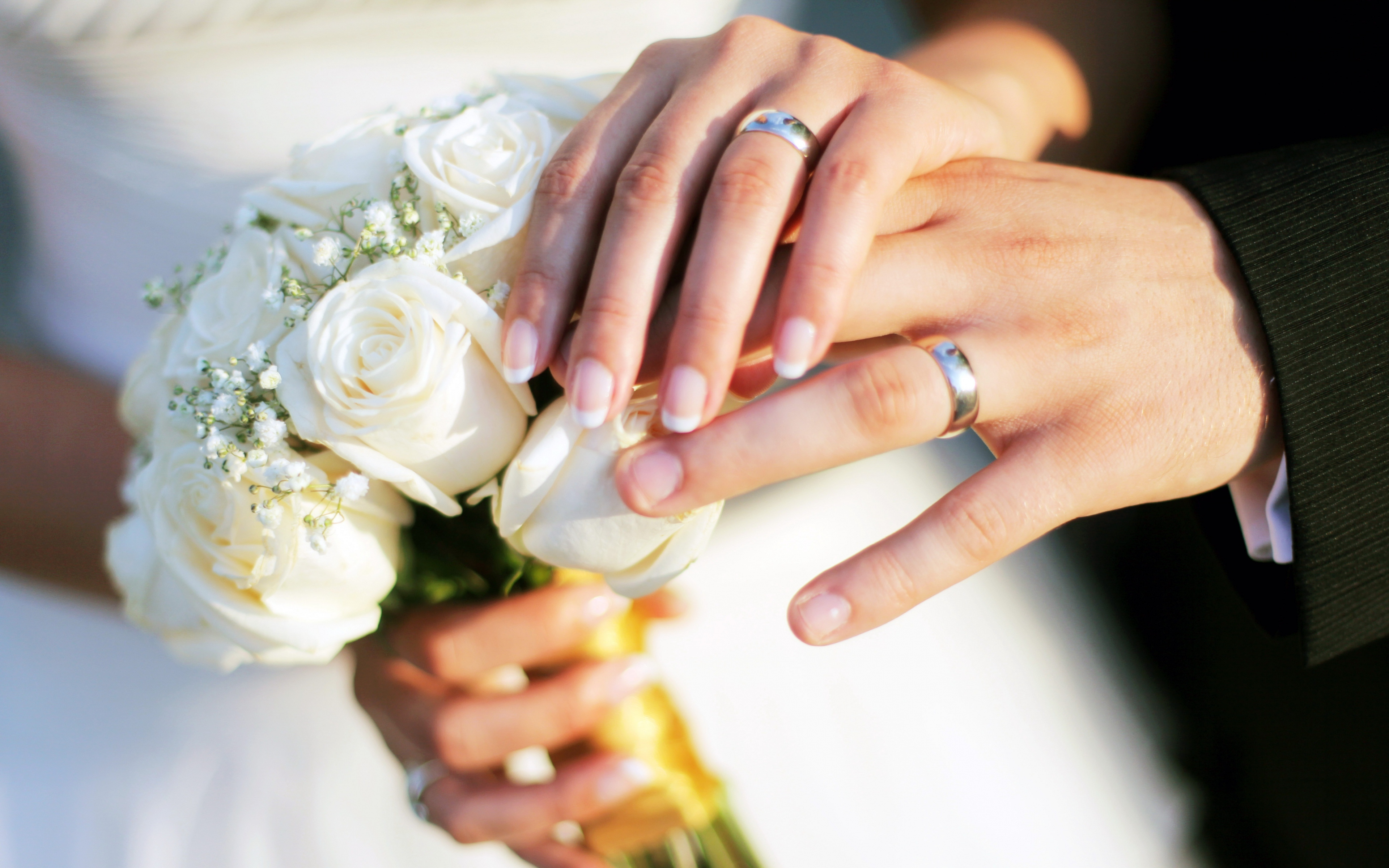 Hands Wedding Rings Bouquet Roses 80655 3840x2400